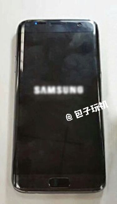 Galaxy S7 Edge appeared on a live photo