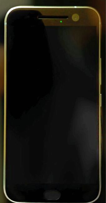HTC One M10 appeared in a live photo