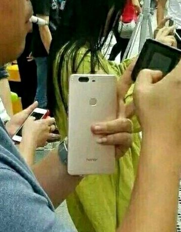 Huawei Honor V8 appeared in live photos